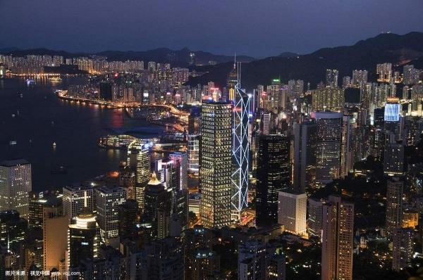 Оказавшись в 90-е в Гонконге, Си Цзиньпин попросил показать ему вид ночного города|Фото: www.vcg.com