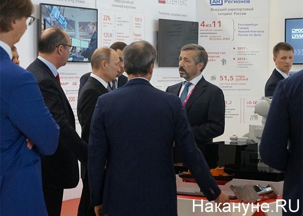 Путин, иннопром, стенд Ренова Фото: Накануне.RU