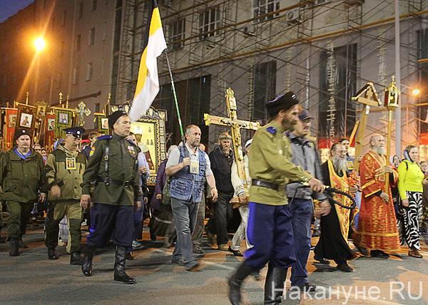 крестный ход, Екатеринбург, флаг Российской империи, крест Фото: Накануне.RU