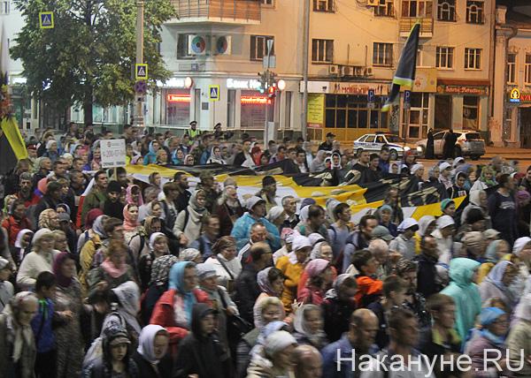 крестный ход, Екатеринбург, толпа, шествие, флаг российской империи(2017)|Фото: Накануне.RU