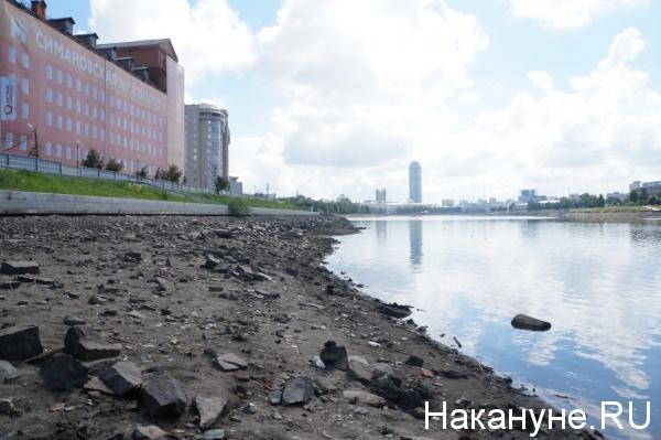 Екатеринбург, Исеть, набережная Исети, осушенный берег Исети|Фото: Накануне.RU