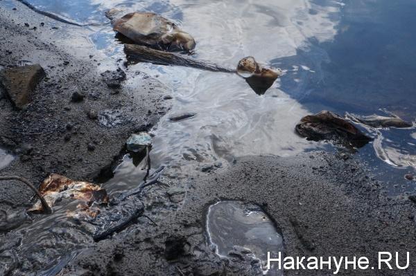 Екатеринбург, Исеть, маслянистая вода|Фото: Накануне.RU