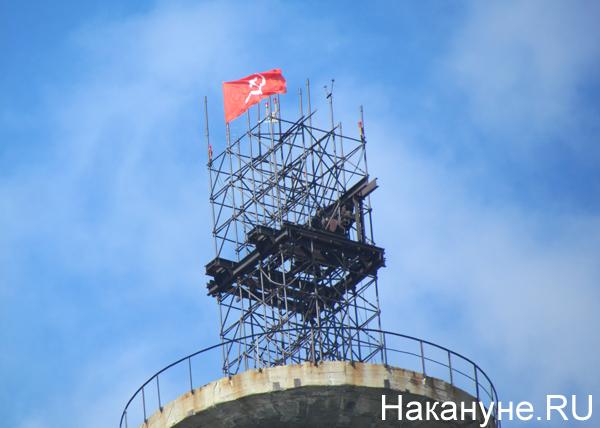 флаг СССР, телебашня, Екатеринбург|Фото: Накануне.RU