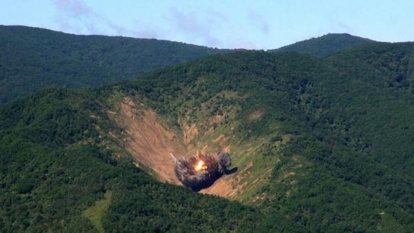 Учения Южной Кореи в ответ на запуск ракеты КНДР Фото: http://metro.co.uk