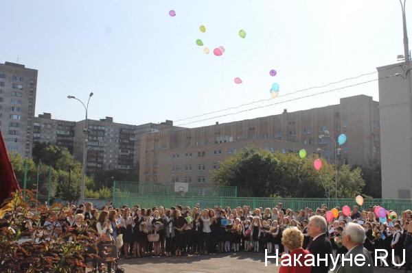 Школа №201, Москва, 1 сентября, открытие досок Зое и Александру Космодемьянским|Фото: Накануне.RU