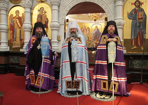 храм-на-крови, Епископ Тихон, митрополит Кирилл и епископ Евгений|Фото: ekaterinburg-eparhia.ru