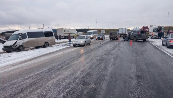 ДТП на 83 км автодороги Екатеринбург - Тюмень|Фото: ГИБДД Свердловской области
