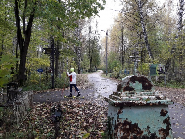 тренировка биатлонистов на кладбище Фото:59.ru