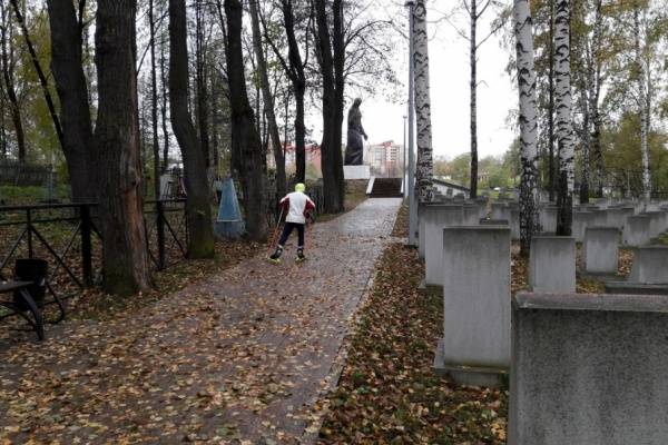 тренировка биатлонистов на кладбище Фото: 59.ru
