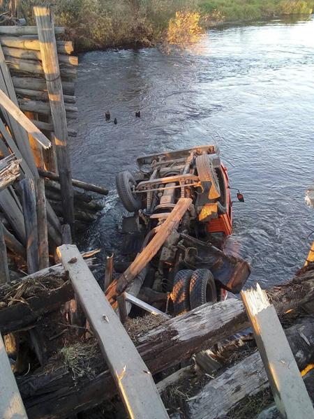 Камаз, мост, ДТП|Фото: Управление ГИБДД ГУ МВД России по Свердловской области