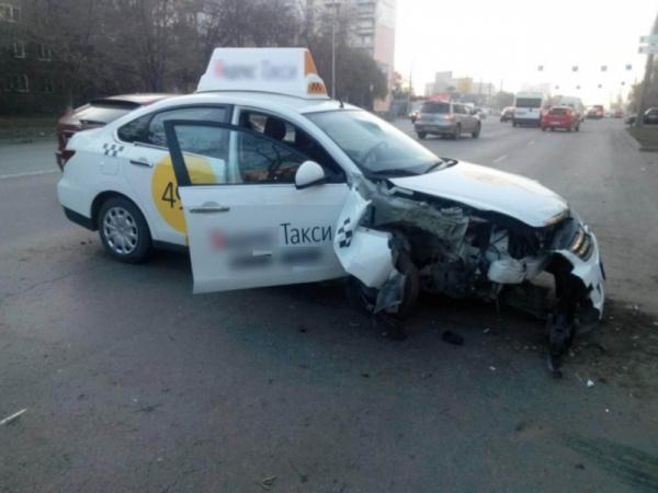 ДТП, такси, Челябинск, Фото: пресс-служба ГУ МВД по Челябинской области