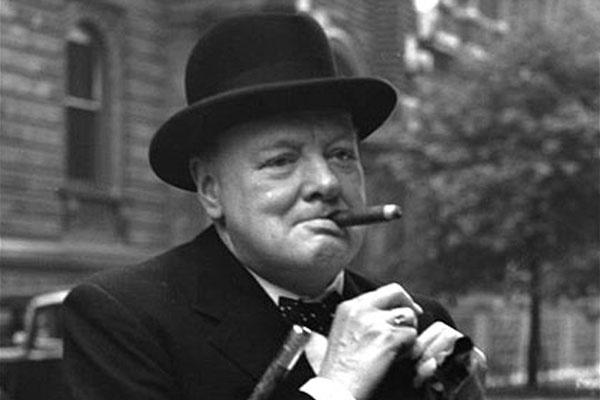 Уинстон Черчилль, сигара|Фото: cameralabs.org
