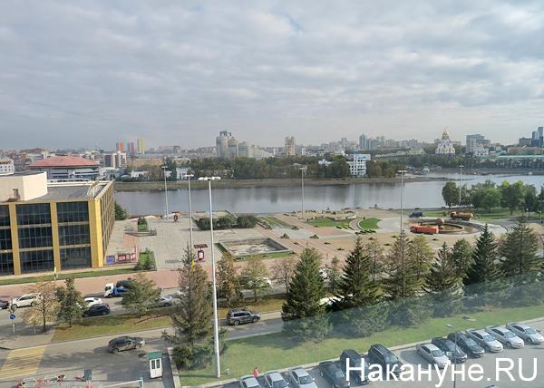Театр драмы, Екатеринбург, площадь перед театром|Фото: Накануне.RU