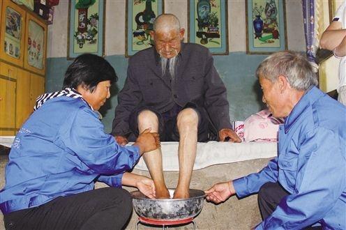 В Китае уход за стариками традиционно осуществлялся в семье, но сейчас соцзащита всё чаще ложится на плечи государства|Фото: www.qhnews.com