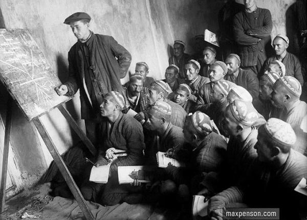 В 1920-е гг. языки Средней Азии были преведены на латиницу|Фото: maxpenson.com