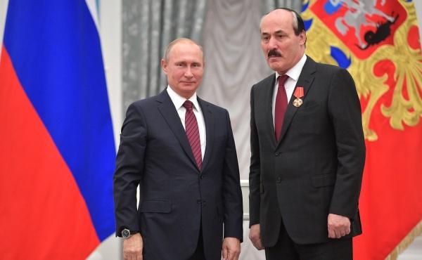Отставили с наградой: президент поощрил уволенных губернаторов, успокоив элиты