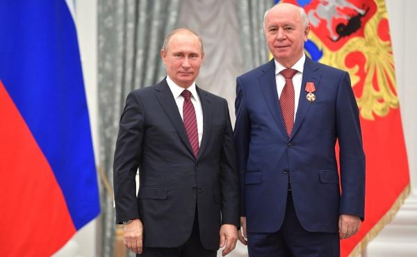 Владимир Путин, Николай Меркушкин, награждение|Фото: kremlin.ru