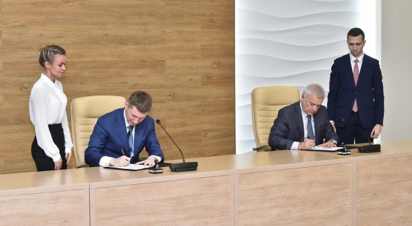 Максим Решетников Вагит Аликперов соглашение на 2018 год(2017)|Фото: permkrai.ru