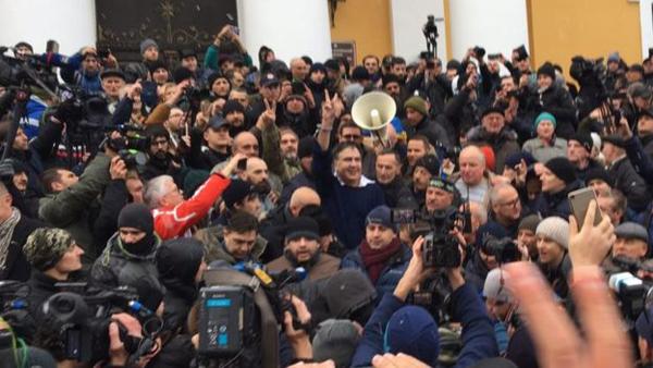 Михаил Саакашвили, Киев, задержание, сторонники Саакашвили, бунт(2017)|Фото: bbc.com