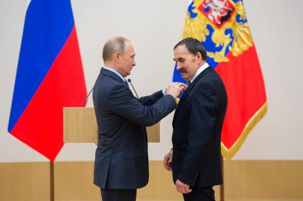Владимир Путин Сергей Бахматов(2017)|Фото: УВЗ