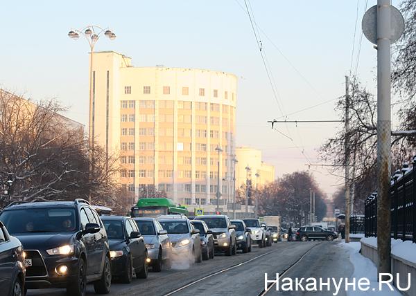 машины, пробка, пробки, Екатеринбург, гостиница Исеть(2017)|Фото: Накануне.RU