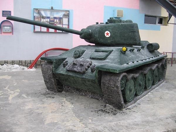 танк Т-34, скульптура из снега(2018)|Фото: ГУФСИН России по Свердловской области