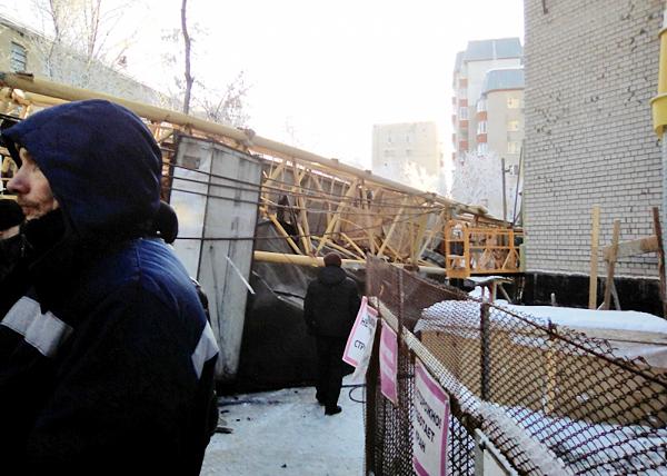 падение крана в Кирове(2018) Фото: МЧС России по Кировской области