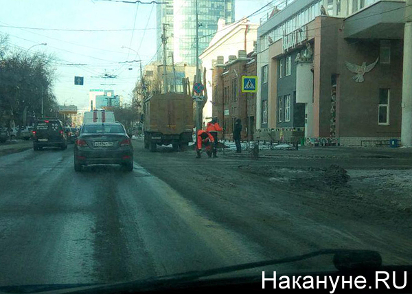 коммунальная авария, Екатеринбург, ул.Белинского - Энгельса, устранение(2018) Фото: Накануне.RU
