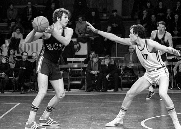 баскетболист Иван Едешко (слева)(2018)|Фото: Sports.ru