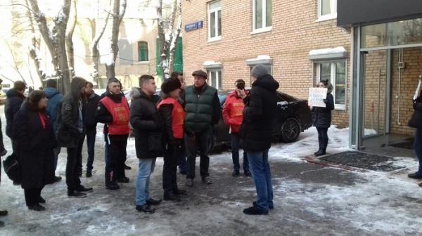 Протестующие у якиманского муниципального собрания(2018)|Фото: http://komros.info