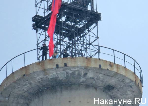 телебашня, Екатеринбург, российский флаг, флаг России, люди(2018)|Фото: Накануне.RU