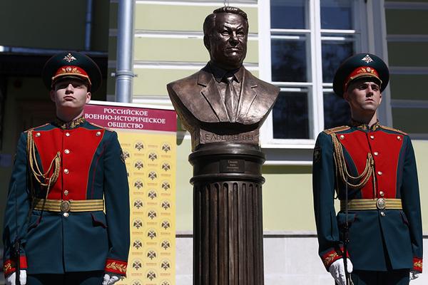 бюст первому президенту России Борису Ельцину(2018)|Фото: Станислав Красильников/ТАСС