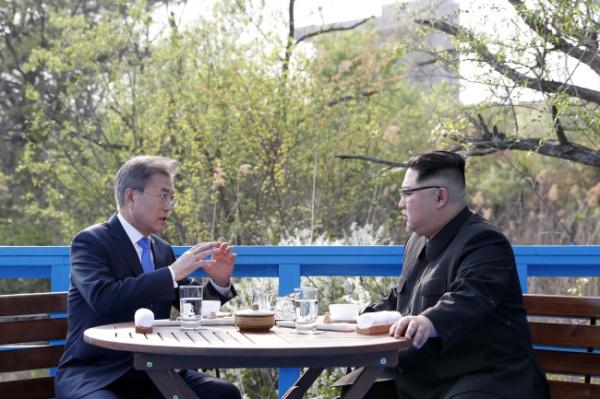 Главы РК и КНДР на межкорейском саммите(2018)|Фото: www.koreaherald.com