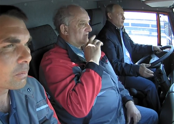Крымский мост, открытие, Владимир Путин, за рулем Камаза(2018) Фото: youtube.com