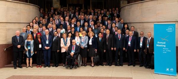 встреча Глобального исследовательского совета, гости, ступени Лотте(2018)|Фото: Михаил Онуфриенко