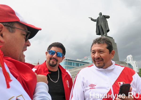 перуанские болельщики, памятник Ленину, Екатеринбург, Хосе, Диего, Марсель(2018)|Фото: Накануне.RU