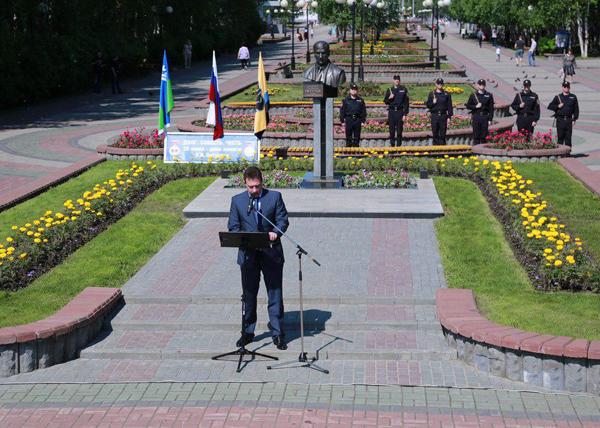 Игорь Холманских, годовщина смерти Петухова(2018)|Фото: пресс-служба администрации Нефтеюганска