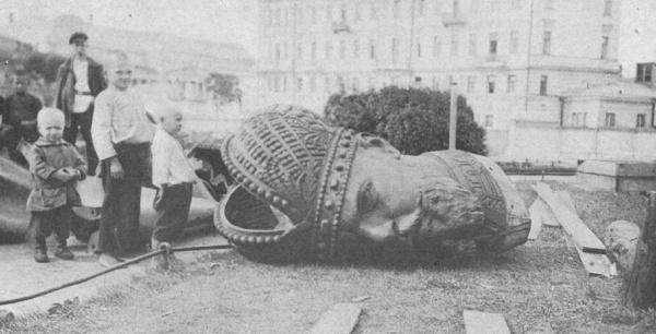 Разрушение памятника Александру III, Романовы, свержение монархии(2018) Фото: