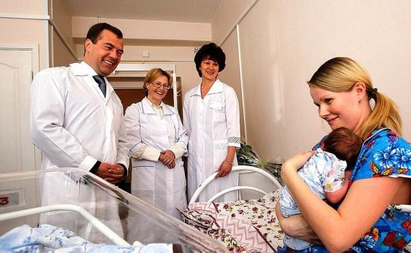 Дмитрий Медведев, Вероника Скворцова, родильный дом №1 Костромы, 2011 год(2018) Фото: kremlin.ru