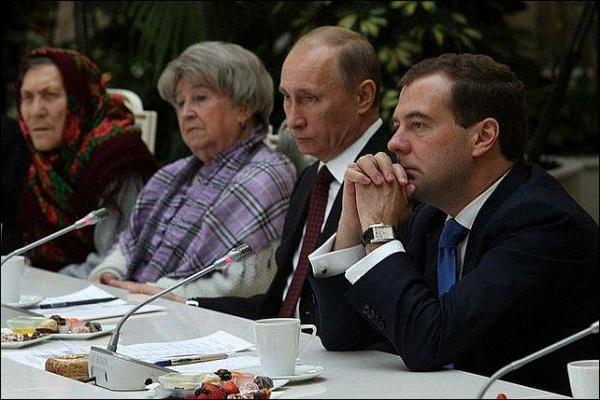 Владимир Путин, Дмитрий Медведев, пенсионеры(2018)|Фото: archive.government.ru