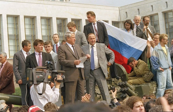 ельцин, коржаков, золотов, 1991, путч, ельцин на танке(2018)|Фото:vk.com