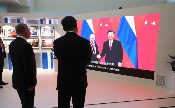 Владимир Путин и Си Цзиньпин на ВЭФ-2018(2018) Фото: kremlin.ru