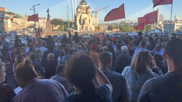сторонники КПРФ у здания администрации Приморского края(2018)|Фото: kprf.ru