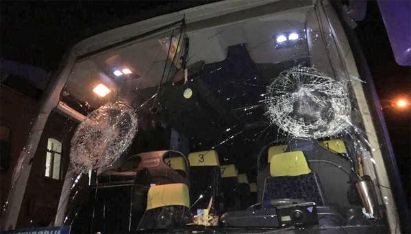 В Ровно закидали камнями автобус с паломниками УПЦ(2018)|Фото: spzh.news