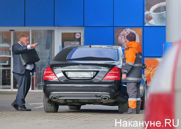 топливо, бензин, заправка, АЗС, машина, бизнесмен(2018) Фото: Накануне.RU