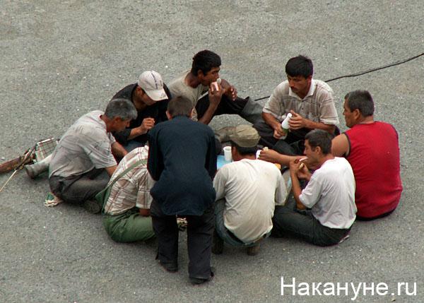 мигрант гастарбайтер нелегал таджики строительство|Фото: Накануне.ru