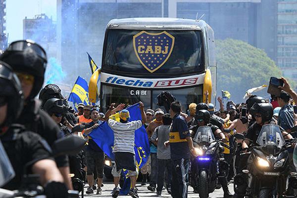 "автобус клуба ""Бока Хуниорс"", атака фанатов ""Ривер Плейт""(2018)|Фото: AFP/Getty Images"
