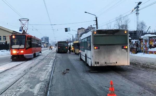 Смерть между автобусами Пермь(2019) Фото: ГУ МВД по Пермскому краю