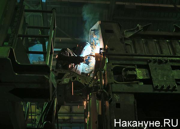 вагоны, производство вагонов, завод, Уралвагонзавод, рабочий, сварщик, искры(2019)|Фото: Накануне.RU