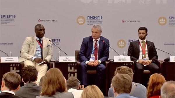 Сол Кэмпбелл, Александр Медведев, Хасан аль-Тавади, ПМЭФ-2019(2019) Фото: forumspb.com